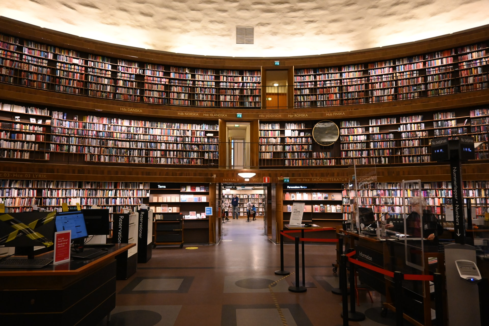 RA21 recommendations. People studying in a library.